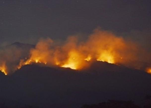 印尼拉武火山罕见山火 7名登山客被烧死